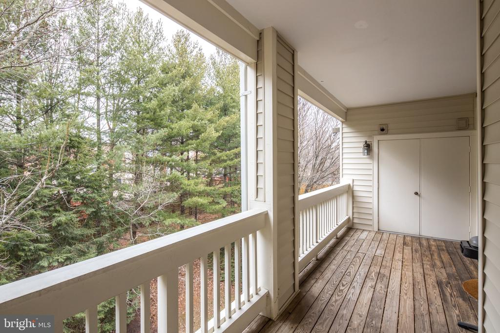 Huge balcony facing the trees - 6814 BRINDLE HEATH WAY #257, ALEXANDRIA