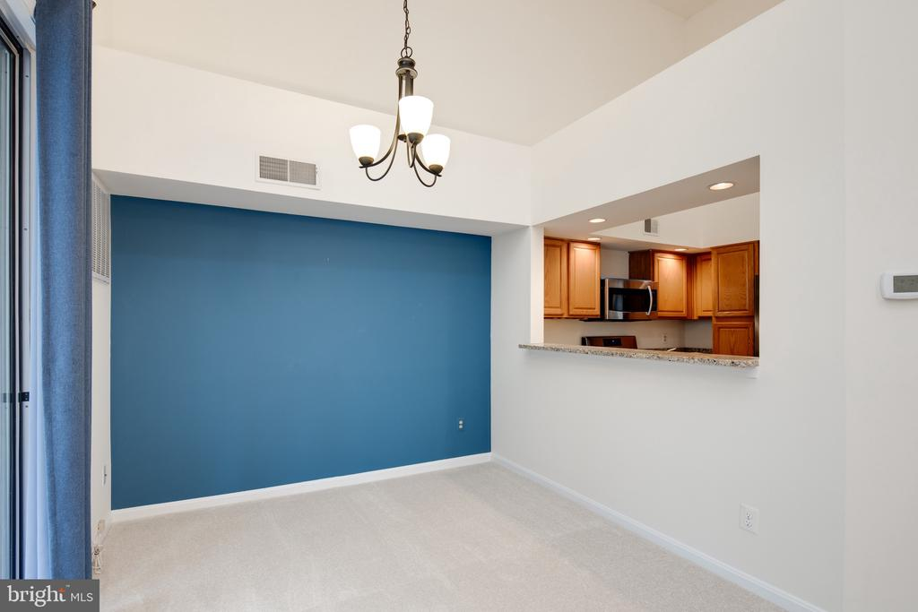 Kitchen pass thru to the dining room - 6814 BRINDLE HEATH WAY #257, ALEXANDRIA