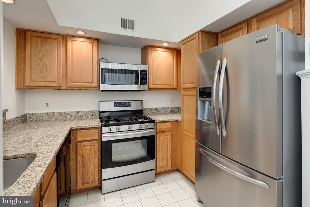 Granite countertops and stainless steel appliances - 6814 BRINDLE HEATH WAY #257, ALEXANDRIA