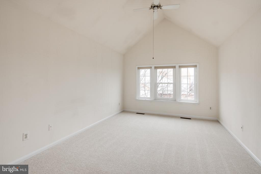 Vaulted ceiling in the 2nd floor master suite - 6814 BRINDLE HEATH WAY #257, ALEXANDRIA