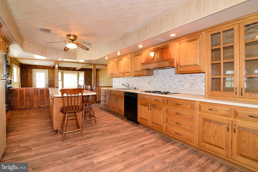 FANTASTIC COUNTER SPACE & CABINETS - 14290 CHAPEL LN, LEESBURG