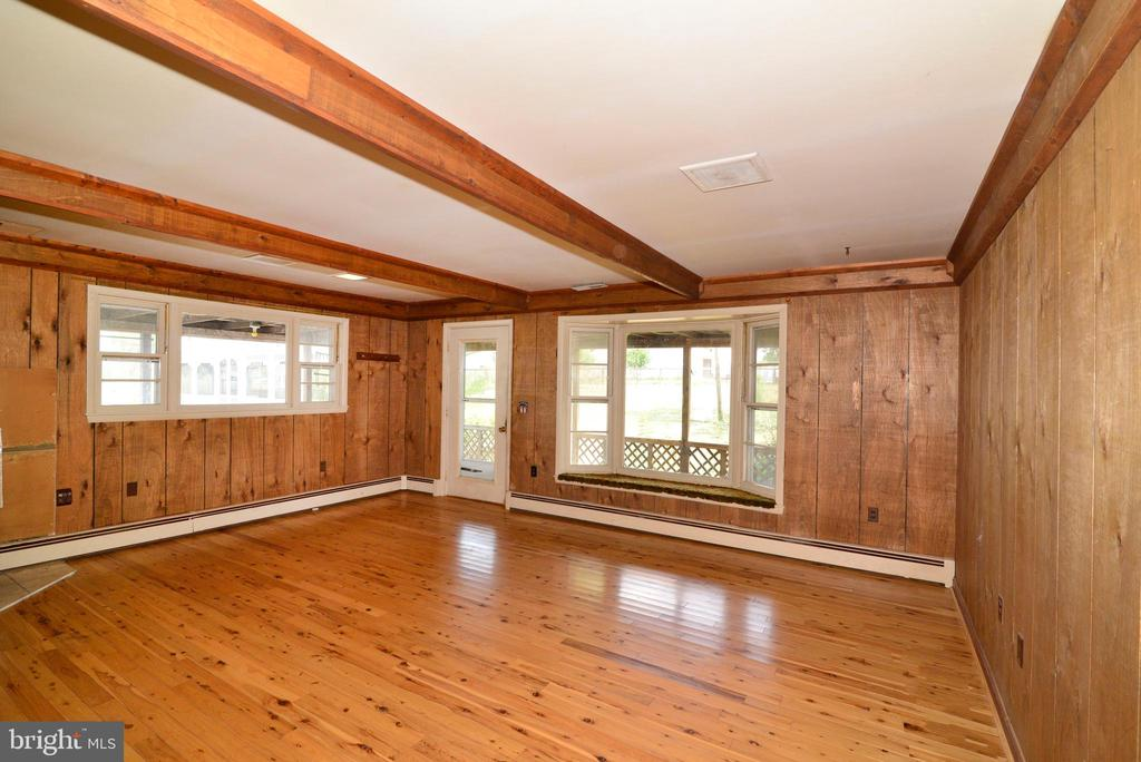 FAMILY ROOM WALKS OUT TO POOL - 14290 CHAPEL LN, LEESBURG