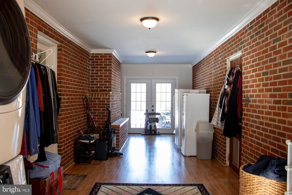Huge Sunroom/Mudroom with 2 French doors. - 34797 HARRY BYRD HWY, ROUND HILL