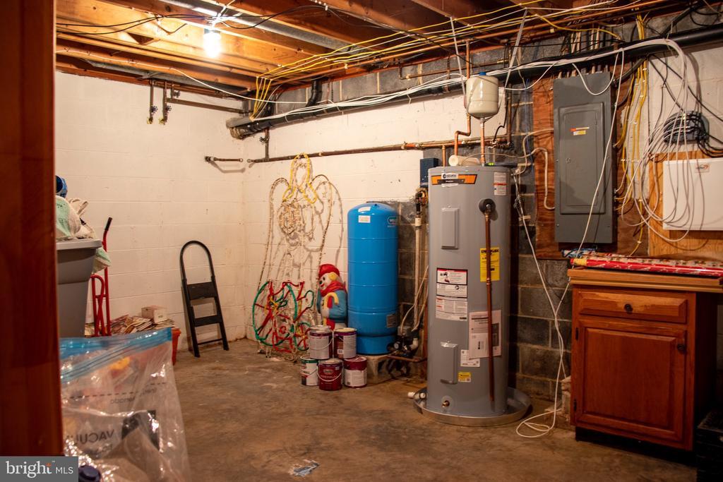 Huge Utility /Storage Room - 34797 HARRY BYRD HWY, ROUND HILL