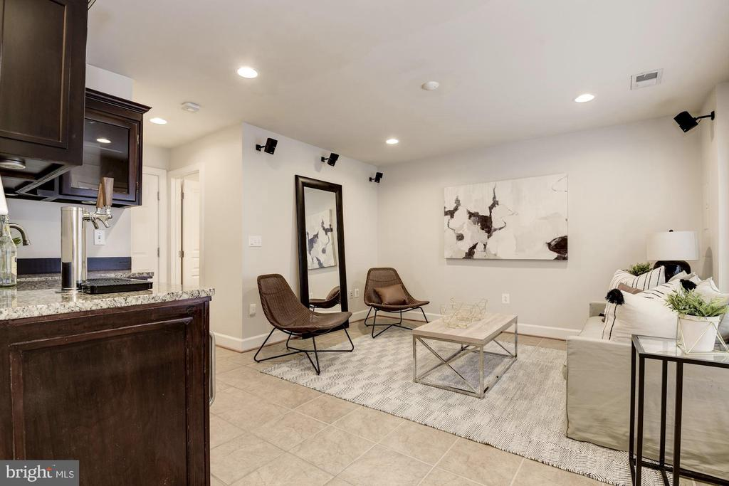 Lower level rec room, office or baedroom - 2541 S KENMORE CT, ARLINGTON