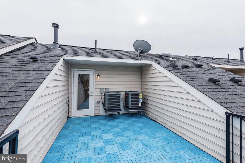 Spaciuos owner's deck - 2541 S KENMORE CT, ARLINGTON