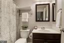 Hall bath - 2541 S KENMORE CT, ARLINGTON