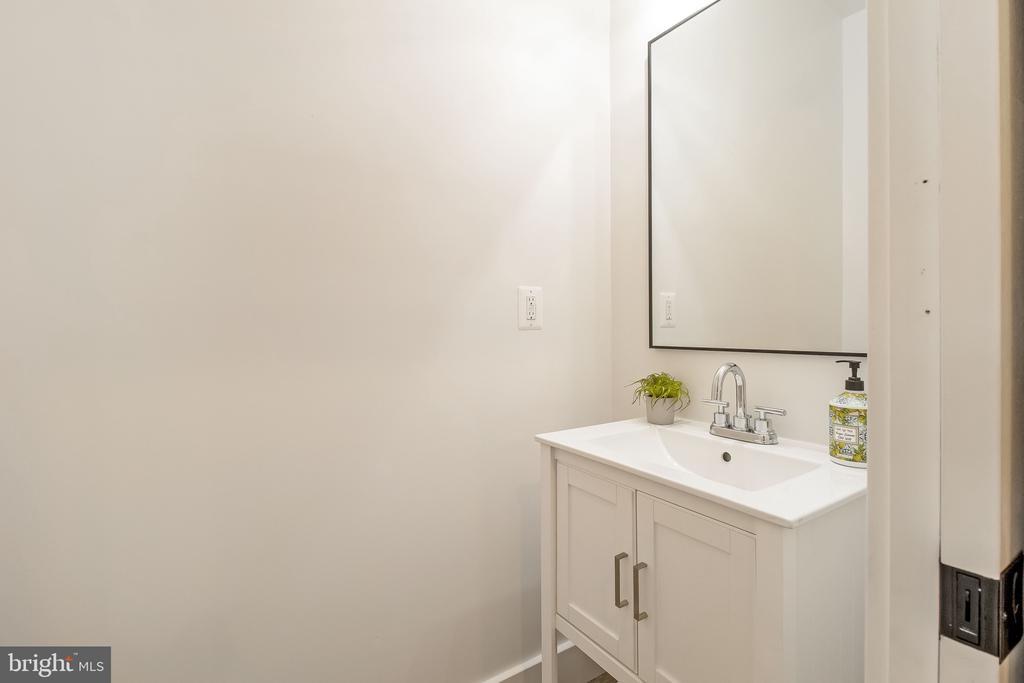 half bath - 2118 N CAPITOL ST NW, WASHINGTON