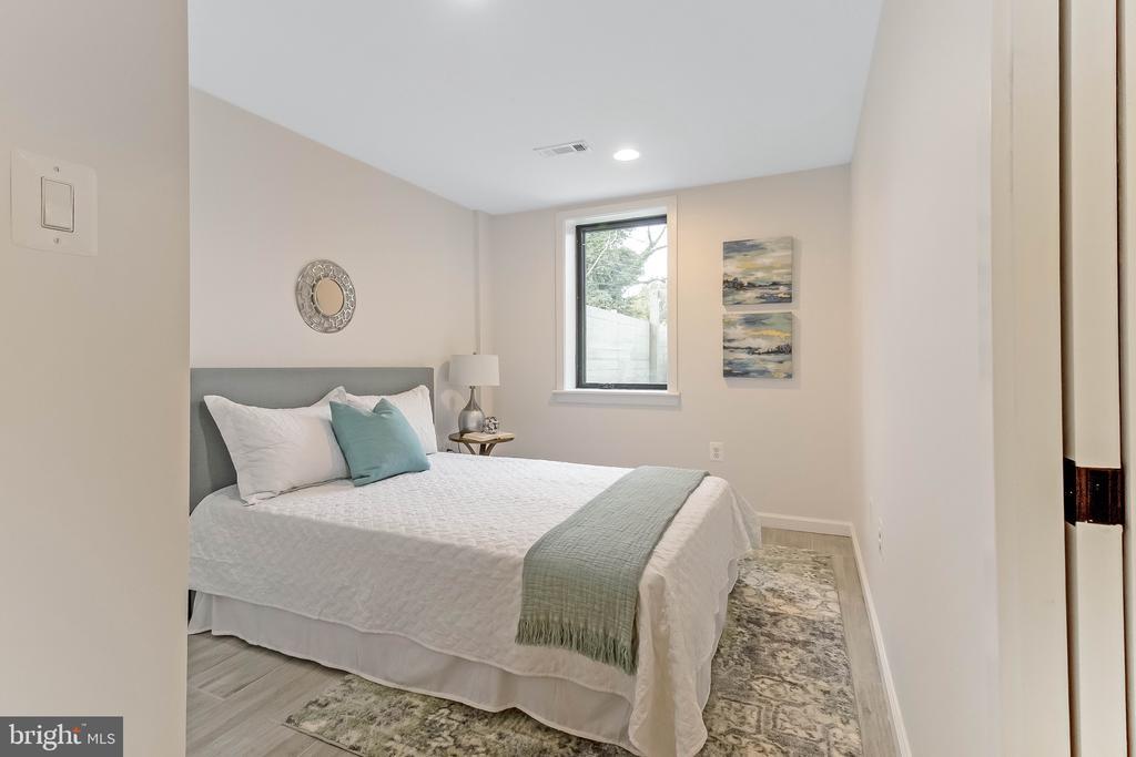 basement bedroom - 2118 N CAPITOL ST NW, WASHINGTON