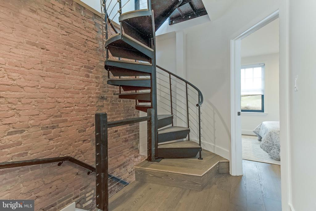spiral staircase to attic and roof deck - 2118 N CAPITOL ST NW, WASHINGTON