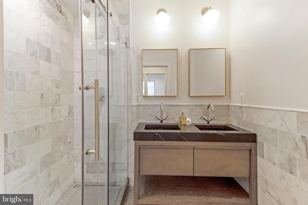 owner's full bath - 2118 N CAPITOL ST NW, WASHINGTON