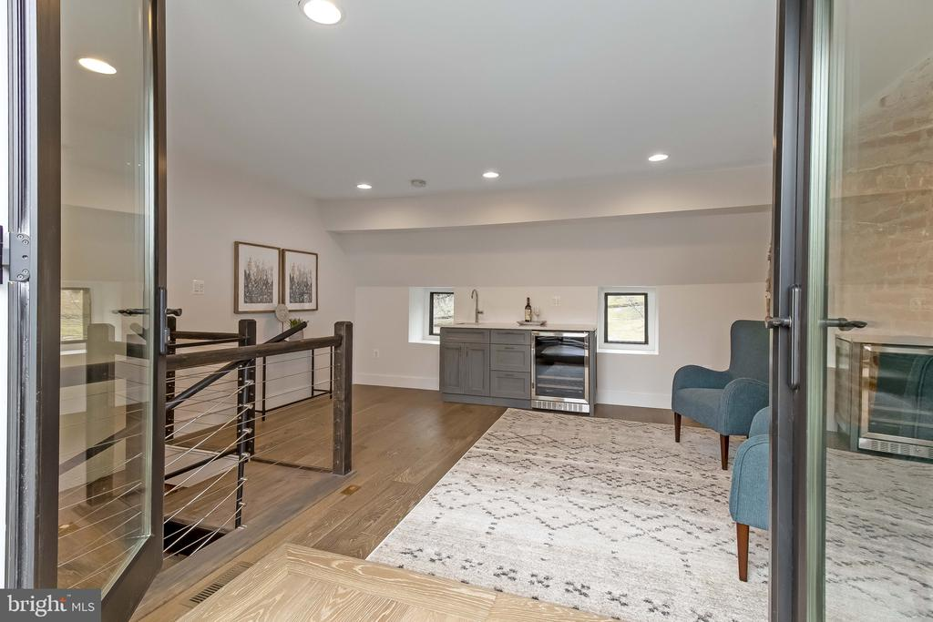 double doors to roof deck - 2118 N CAPITOL ST NW, WASHINGTON