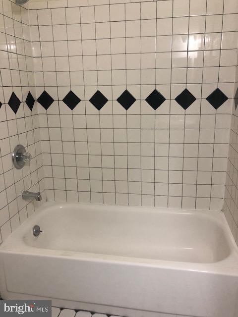 Upper Level Full Bathroom - 102 WILLOW PL, STERLING
