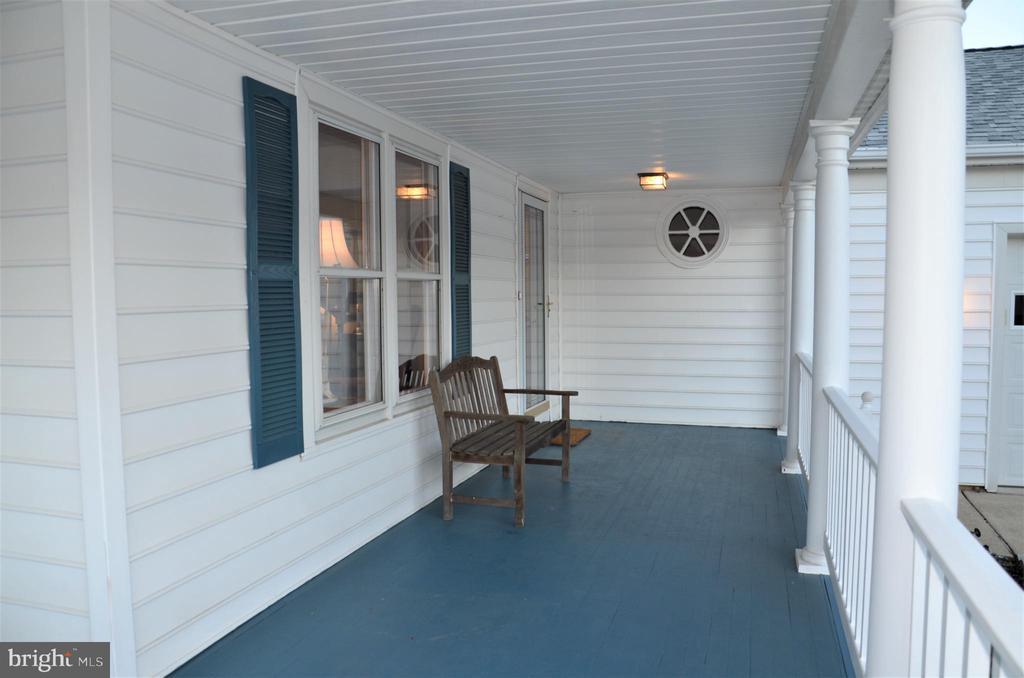 Front porch - 5827 WESSEX LN, ALEXANDRIA