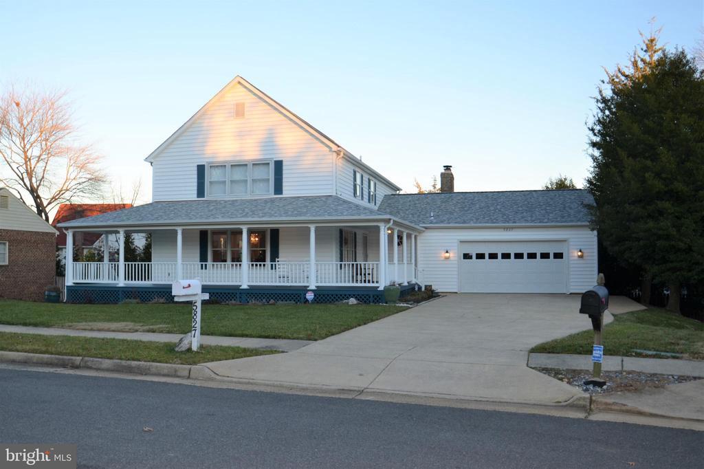 Custom modern farmhouse design w/2 car garage - 5827 WESSEX LN, ALEXANDRIA