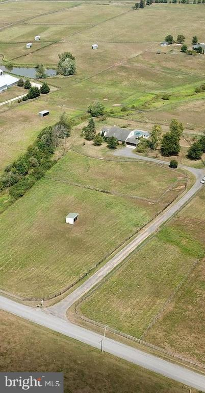 COUNTRY LIVING IN LUCKETTS - 14290 CHAPEL LN, LEESBURG