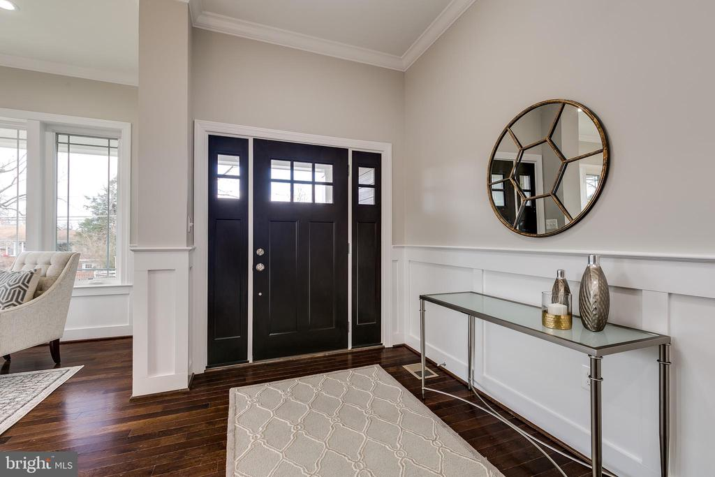 open entryway - 3005 FRANKLIN ST, ALEXANDRIA