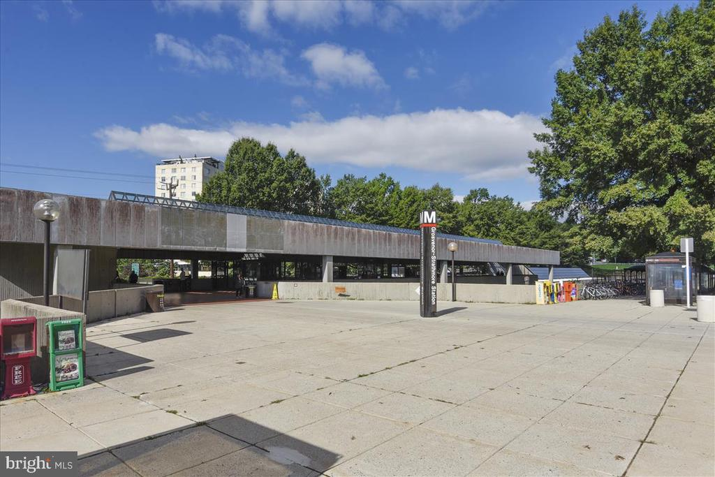 Metro Station - 5809 NICHOLSON LN #206, NORTH BETHESDA