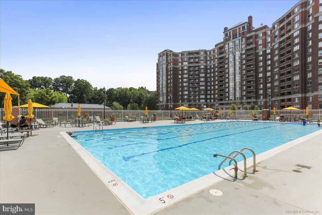 Outdoor Pool - 5809 NICHOLSON LN #206, NORTH BETHESDA
