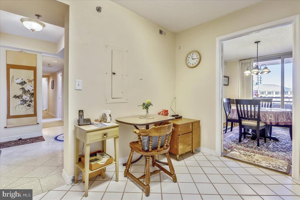 Table space Kitchen - 5809 NICHOLSON LN #206, NORTH BETHESDA