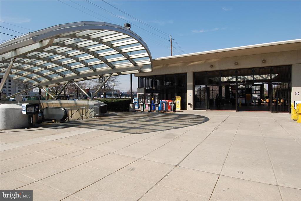 White Flint Metro Station - 5809 NICHOLSON LN #206, NORTH BETHESDA