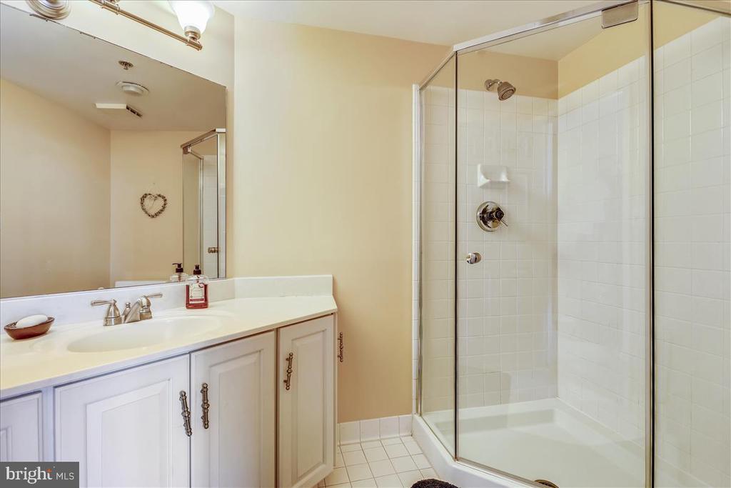 Full Bath - 5809 NICHOLSON LN #206, NORTH BETHESDA