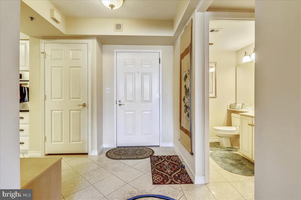 Foyer with Coat Closet - 5809 NICHOLSON LN #206, NORTH BETHESDA