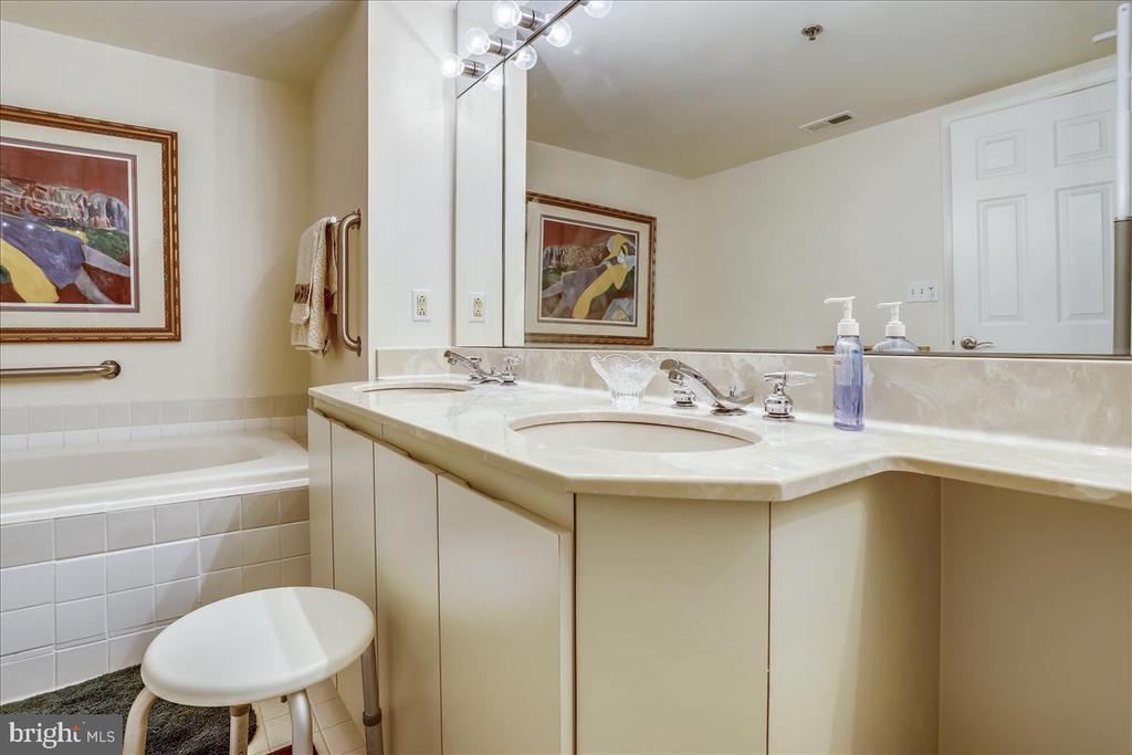 Powder Room - 5809 NICHOLSON LN #206, NORTH BETHESDA