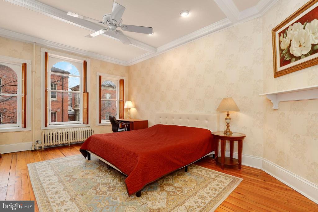 Upper level 1 master bedroom - 116 E CHURCH ST, FREDERICK