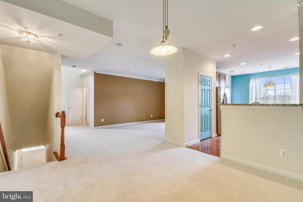 View fr dining rm to entrance, living rm & kitchen - 43415 MADISON RENEE TER #117, ASHBURN