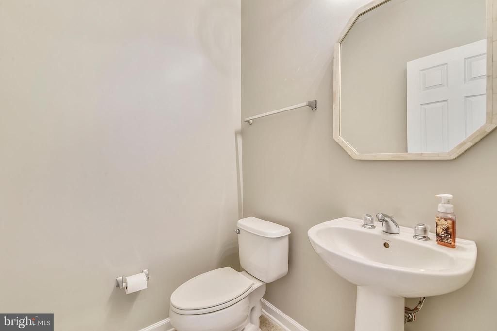 Powder room w/tile floor - 43415 MADISON RENEE TER #117, ASHBURN