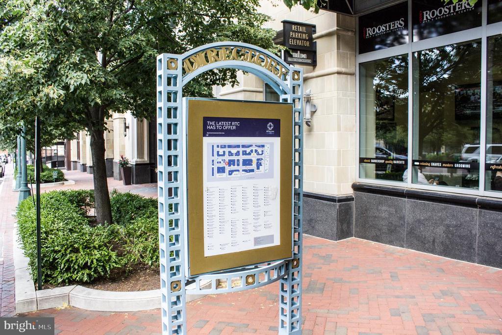 Retail sign - 11990 MARKET ST #503, RESTON
