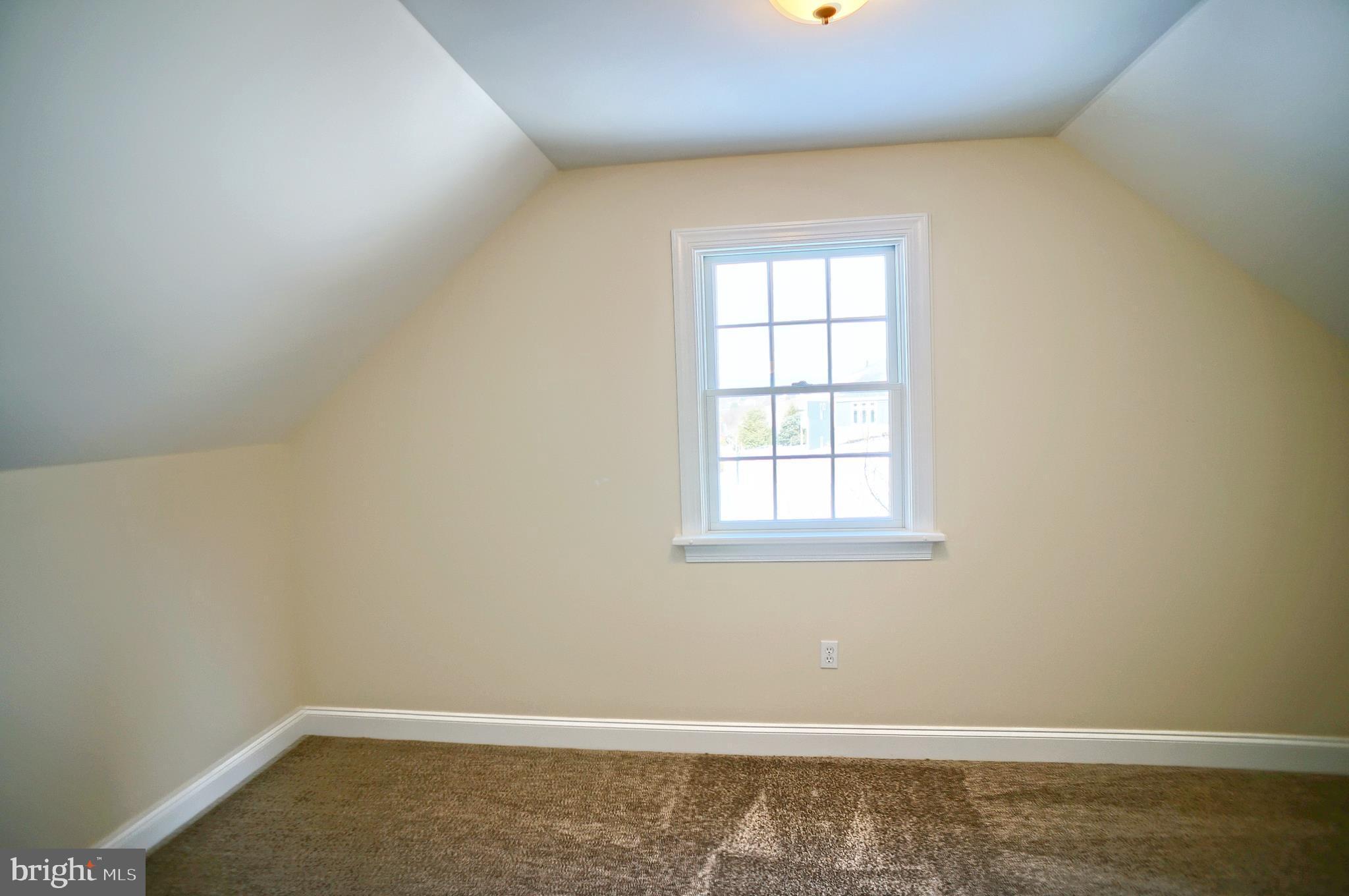 Bedroom 6 - walk in closet