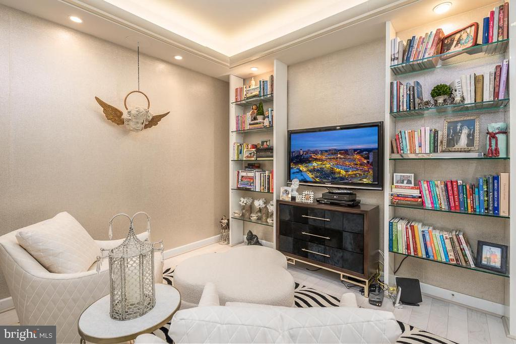Inviting Den/Office/TV Room - 5750 BOU AVE #1809, ROCKVILLE