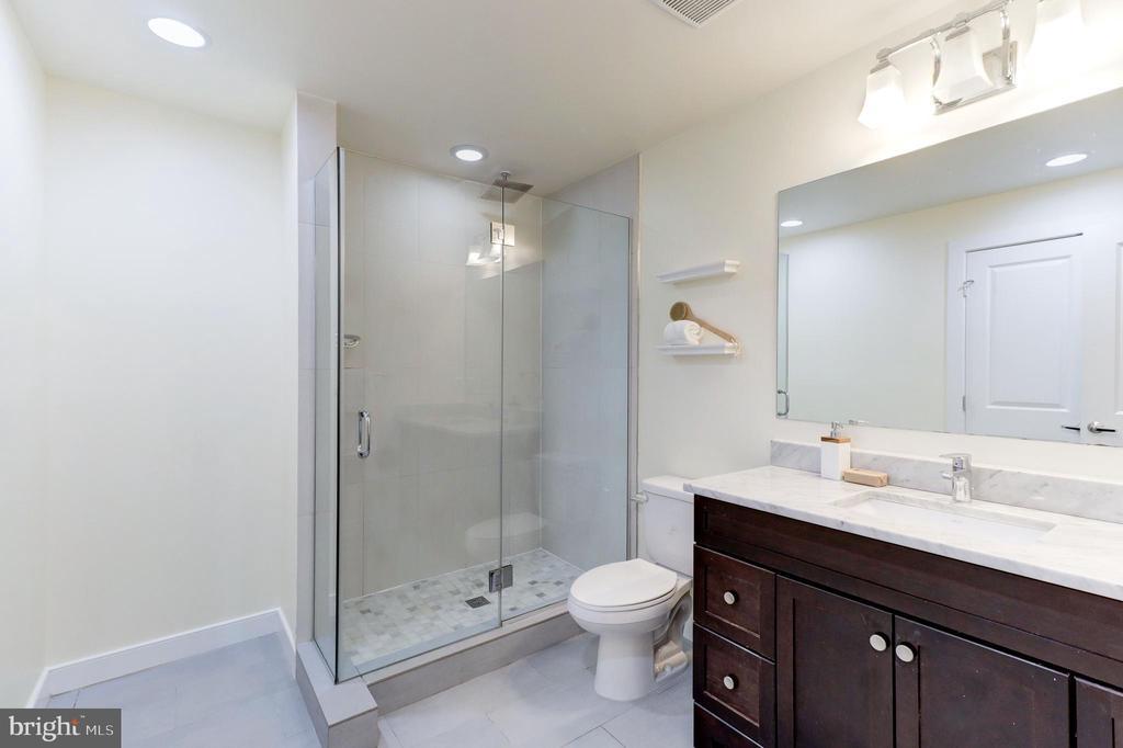 Bathroom - 2516 17TH ST NW #3, WASHINGTON