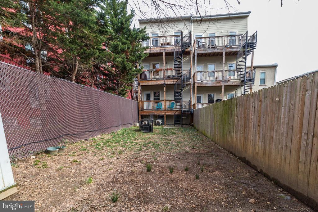 Backyard - 2516 17TH ST NW #3, WASHINGTON