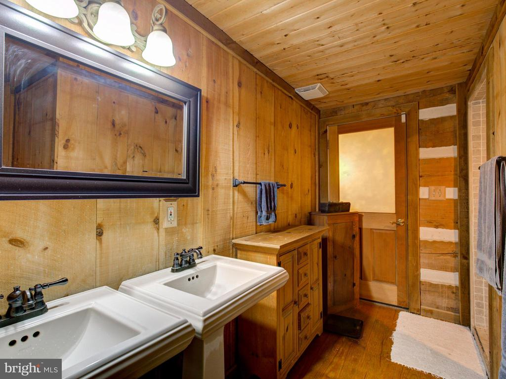 Master Bathroom - 36847 STONY POINT RD, HILLSBORO