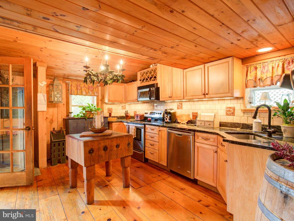 Fantastic country kitchen - 36847 STONY POINT RD, HILLSBORO
