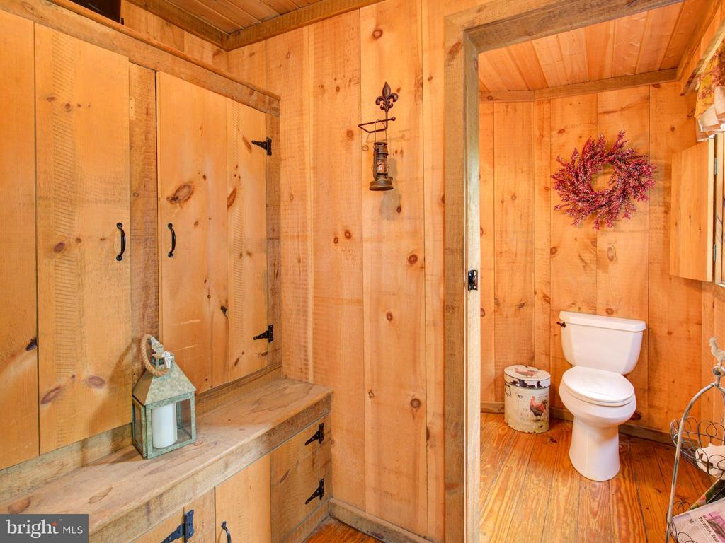 bathroom - 36847 STONY POINT RD, HILLSBORO