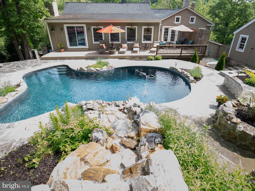 Enjoy your outdoor oasis - 36847 STONY POINT RD, HILLSBORO
