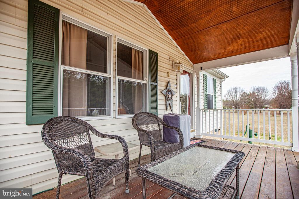 Inviting Front Porch - 873 JOHNSON RD, MINERAL