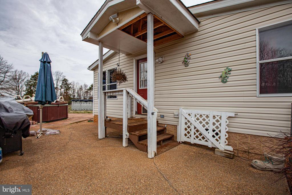 Side Entrance - 873 JOHNSON RD, MINERAL