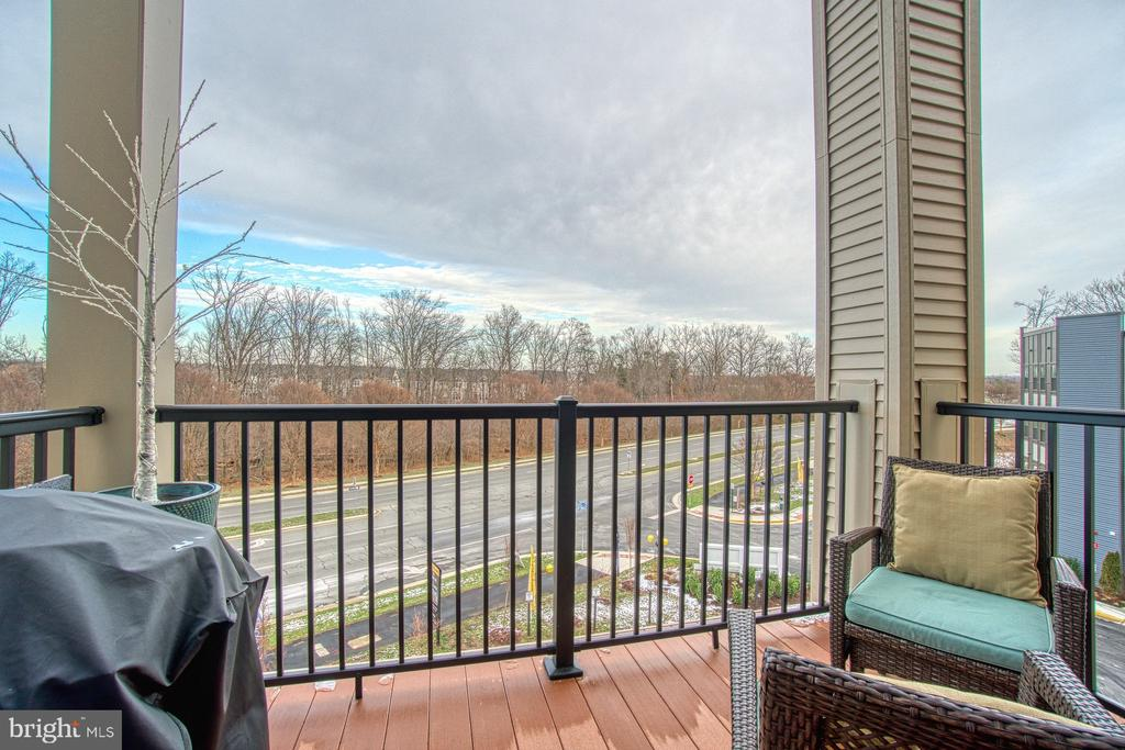 Enjoy Morning Coffee  and Evenings on Your Deck - 43095 WYNRIDGE DR #406, BROADLANDS