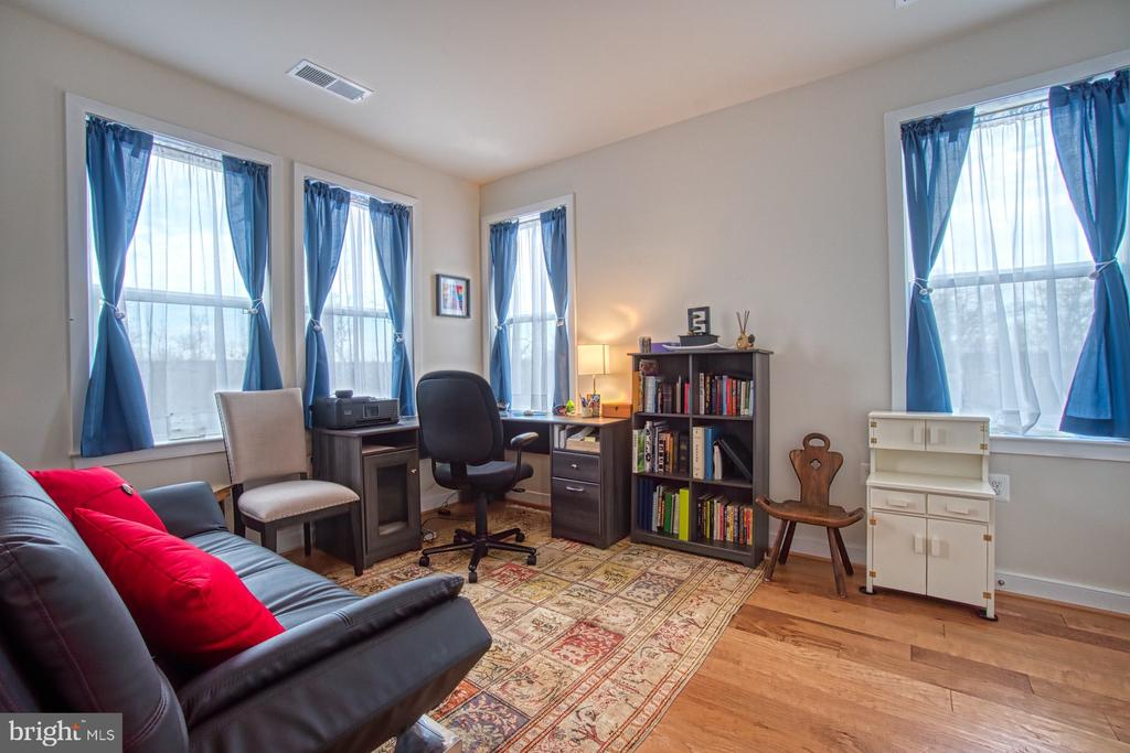Third Bedroom has Lots of Windows - 43095 WYNRIDGE DR #406, BROADLANDS