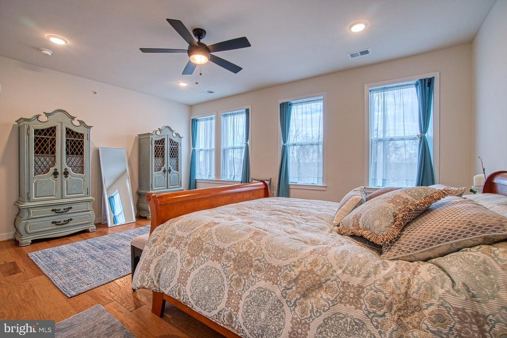 Master Bedroom has Lots of Natural Light - 43095 WYNRIDGE DR #406, BROADLANDS