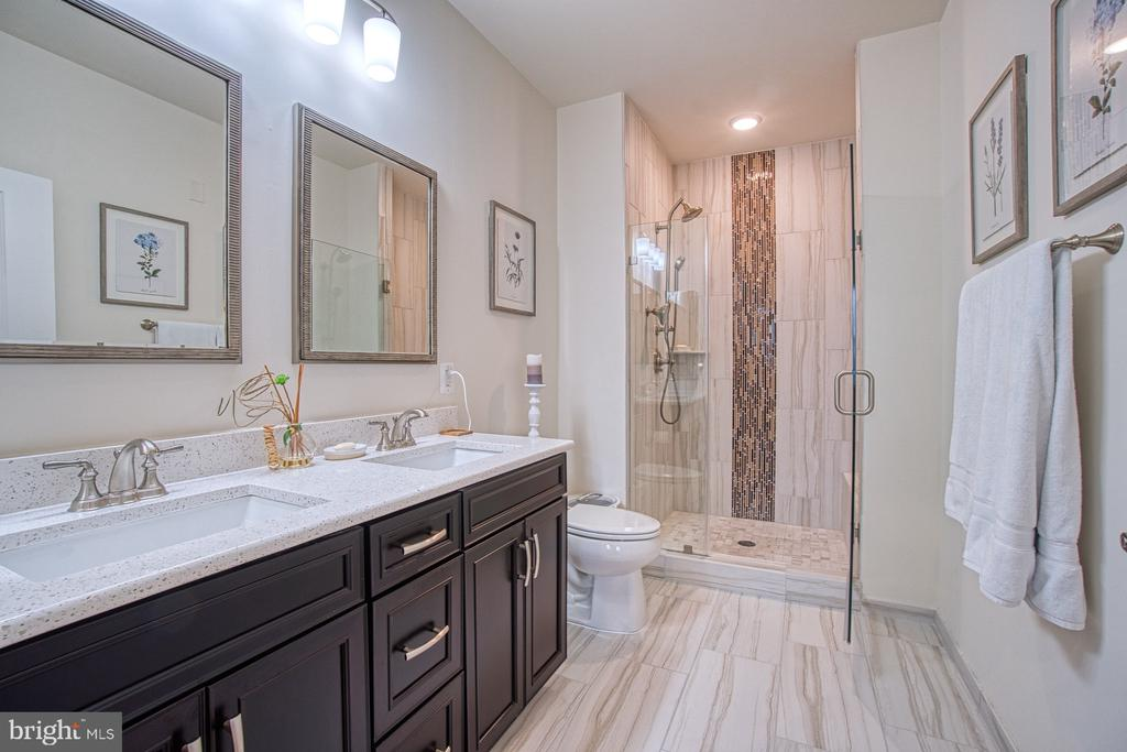 Gorgeous Master Bath w Quartz Countertops - 43095 WYNRIDGE DR #406, BROADLANDS