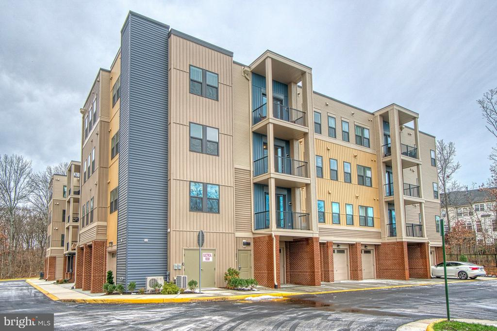 Modern, Upscale Building with Four Floors - 43095 WYNRIDGE DR #406, BROADLANDS