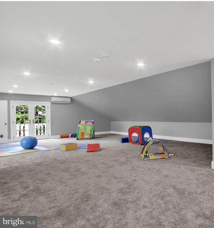 PLAY AREA OVER GARGAGE - 1848 CIRCLE RD, TOWSON