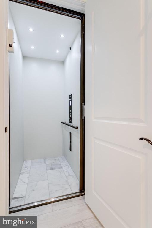 Elevator - 4503 32ND RD N, ARLINGTON