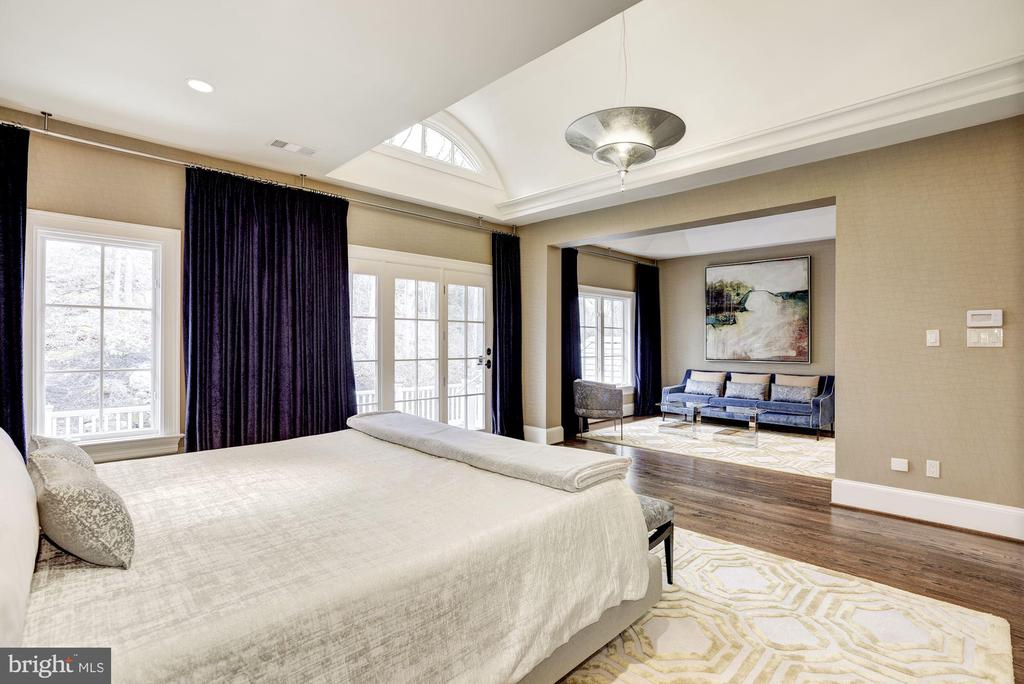 Master Suite - 1049 BROOK VALLEY LN, MCLEAN
